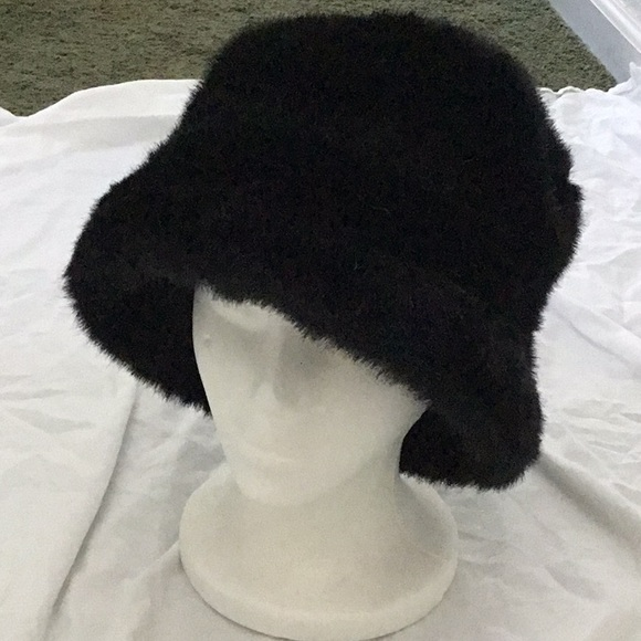 c7986be2ae633 Vintage Faux fur bucket hat. M 5b25833cc61777515b86607f